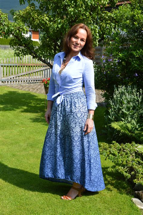 WEEKEND IN A BLUE FLORAL MAXI SKIRT | Lady of Style