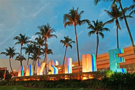 Miami: palm trees and the sign of Bayside Marketplace, an