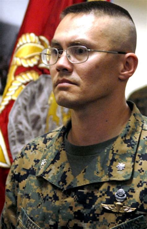3rd Recon leader accepts Bronze Star by recognizing full