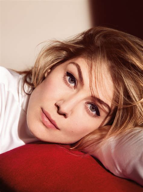 Sexy And Talented Rosamund Pike (20+ Photos