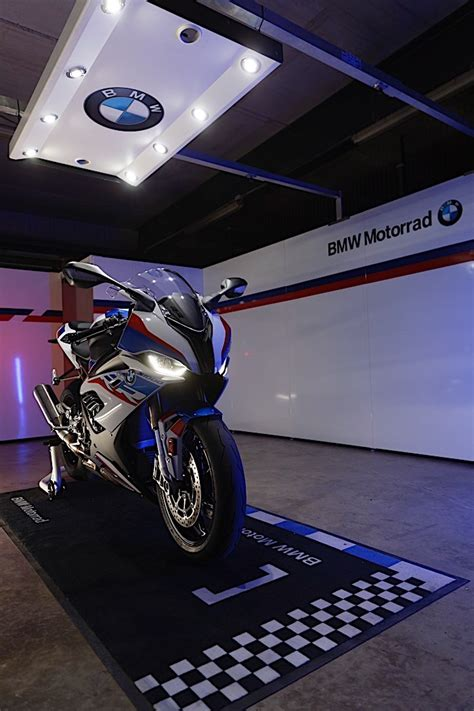 2020 BMW S 1000 RR Revealed with New Engine and M